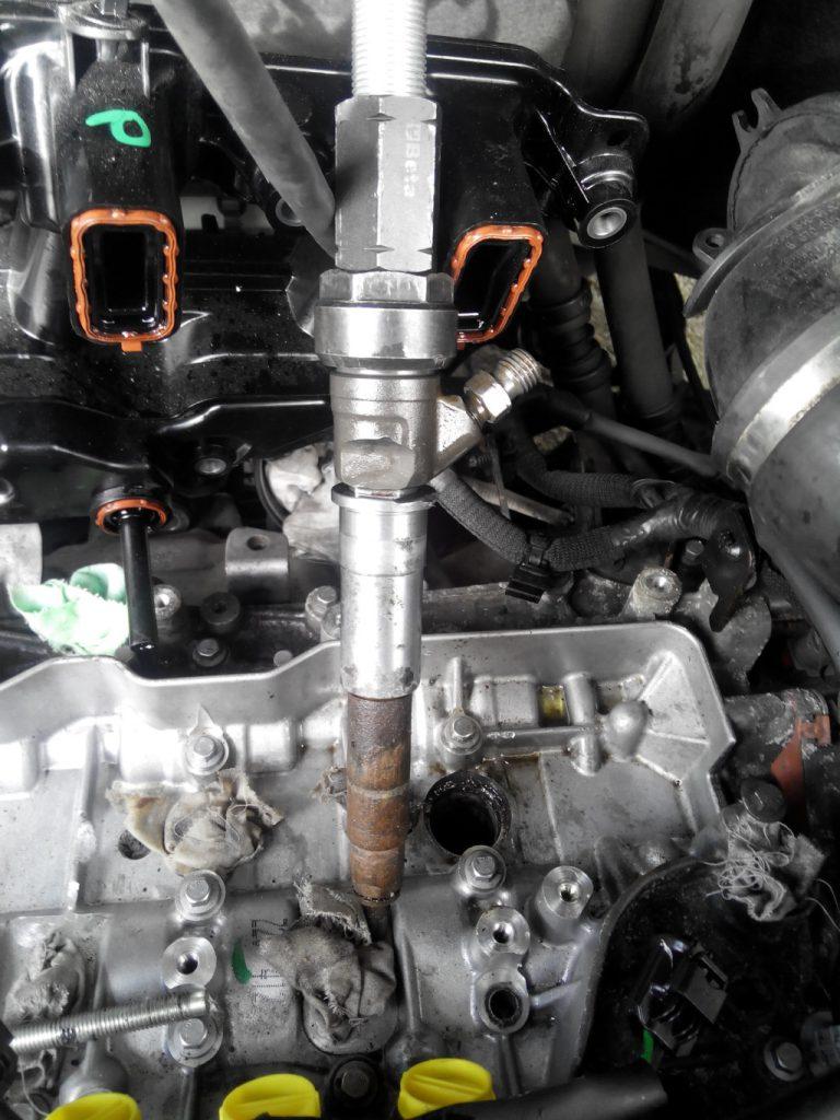 Renault trafic 2.0 dci mágnestekercses porlasztó kiszedve